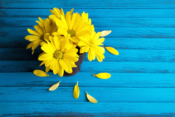 Bouquet of yellow daisies