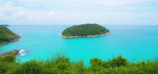 Photo sur Plexiglas Turquoise Beautiful landscape island beach blue sea and sky scenery summer holiday in Phuket Thailand