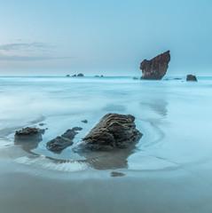 la playa de Aguliar con su monolito magico, el Caballar
