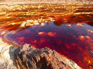 El río Tinto, en Huelva, debe su nombre al color de sus aguas, producido por el hierro disuelto en ellas