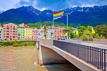 Stores à enrouleur Europe de l Est Colorful Innsbruck architecture and Inn river view