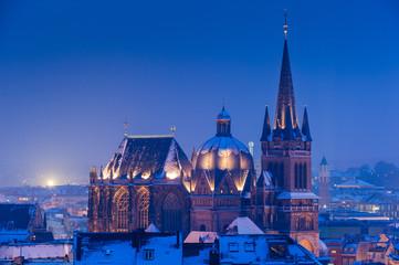 Aachener Dom im Schnee