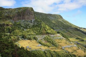 """Die Basaltorgelpfeifen """"Rocha dos Bordões"""" der Insel Flores, der portugiesischen Inselgruppe der Azoren im Atlantik."""