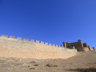 Belmonte. Castillo y muralla. El castillo de Belmonte es una fortaleza que se eleva en el cerro de San Cristóbal