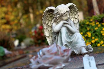 Sitzender Engel