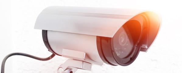 Überwachungskamera im Sonnenlicht
