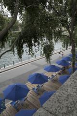 Parasols sur Paris Plage