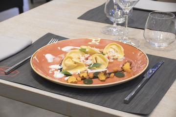 pasta, tortelini, plate, food, fresh, gourmet, white, italian