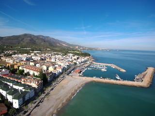 Las Casas de Alcanar / Les Cases d'Alcanar, pueblo costero de Alcanar en la comarca del Montsiá, Tarragona (Cataluña, España) Foto con Drone