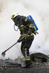 Feuerwehrmann bei der Arbeit