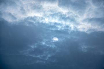 Himmel und Sonne oder Mond