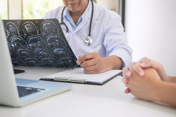 Professor Doctor report and recommend a method with patient treatment, results on brain x-ray film About the problem of the patient