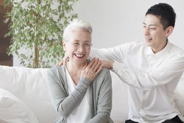An old lady got her grandson to massage her shoulder