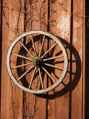 Wooden wagon wheel - Holz Wagen Rad - lLandleben - landlife in Ostfriesland North Sea Nordsee ... :-)
