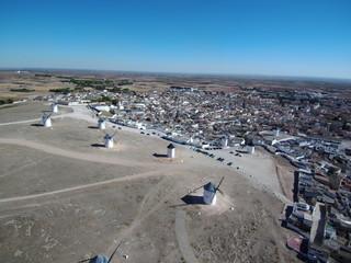 Molinos de viento en Campo de Criptana pueblo en Ciudad Real, (Castilla La Mancha, España)