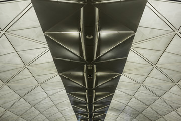 Symmetrical roof structure with triangles