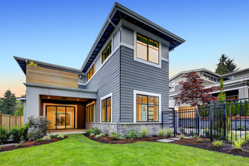 Craftsman style home exterior, backyard view