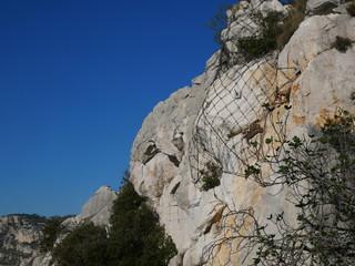 Filet de sécurité des chutes de pierres dans les montagnes