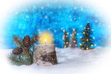 Kerzenhalter aus Birkenstamm, mit brennender Adventskerze