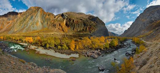 beria. Altai Mountains, Aautumn on the river Chulyshman