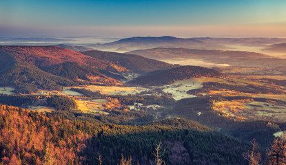 Fototapeten Gebirge panorama of Beskidy mountains in the morning, Poland landscape