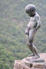 日本 徳島県 三好市 祖谷渓(いやだに、いやけい)祖谷渓谷 小便小僧の像 Japan Shikoku Tokushima Miyoshi city Iya Valley Statue of a boy peeing
