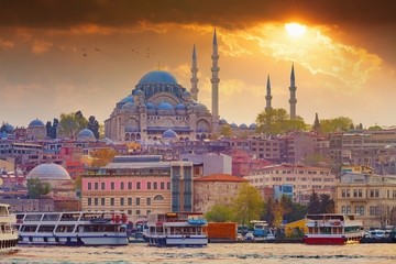 Dramatic sunset over Suleymaniye Mosque in Istanbul, Turkey