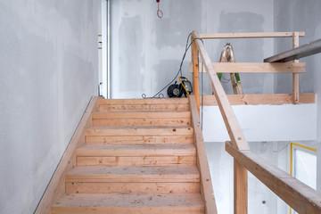 Holztreppe Baustelle Treppenstufe