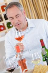 Fototapeta Man holding glass of rosn© wine obraz