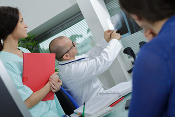 doctor giving the report to the patient