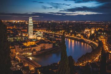 Verona in der Dämmerung von oben