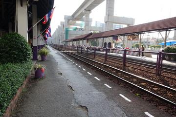 タイの電車のホーム