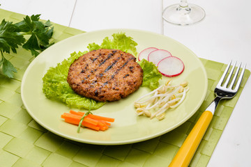 Hamburger di manzo con verdure