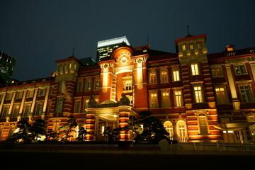 夜の東京駅ライトアップ