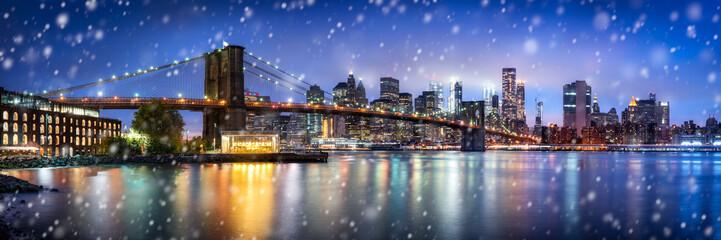 Brooklyn Bridge Panorama im Winter in New York City, USA