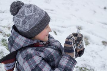 smartphone hands in the winter
