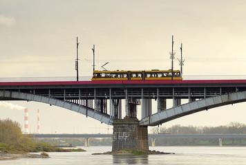 tramwaj na moście