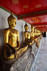STATUES DU BOUDDHA MONASTÈRE WAT PO PALAIS ROYAL BANGKOK THAILANDE