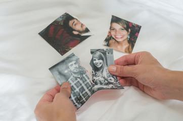 Ótimo conceito de divórcio, rasgando foto de casal