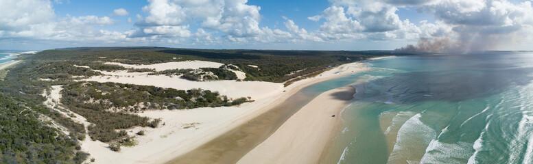 Fotobehang Eiland Official beach road Fraser Island