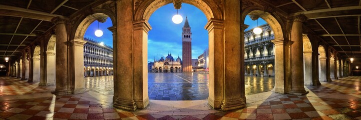 Door stickers Venice Piazza San Marco hallway night panorama view