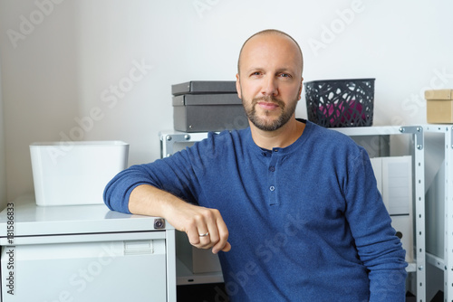 Mann Im Buro Stock Photo And Royalty Free Images On Fotolia Com