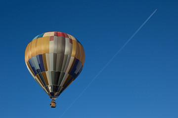 Balão de Ar Quente e Avião
