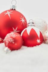 Weihnachtskarte mit Weihnachtskugel zu Weihnachten