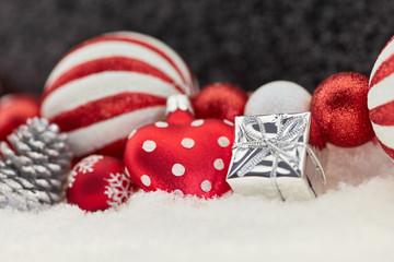 Festliche Weihnachtskarte mit Dekoration