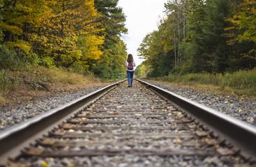 Chica andando por vias de tren / Railtrain and Girl