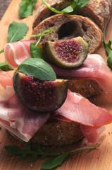 Figs and prosciutto crudo