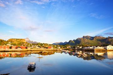 Fotomurales - Fishing village Kabelvag early morning, Lofoten, Norway
