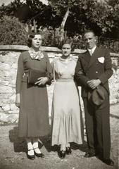 FOTO ANTICA ANNI 30 CON PICCOLO GRUPPO IN POSA PER MATRIMONIO