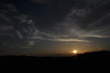夕暮れの山々 山頂からの眺望 雄大な景色 日の出 日の入り 山脈